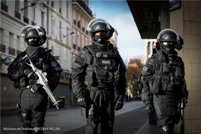 Pariške ulice (foto HINA/EPA/FRANCIS PELLIER/DICOM)/MINISTRY OF INTERIOR
