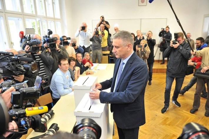 Tomislav Karamarko glasuje (Foto FB)