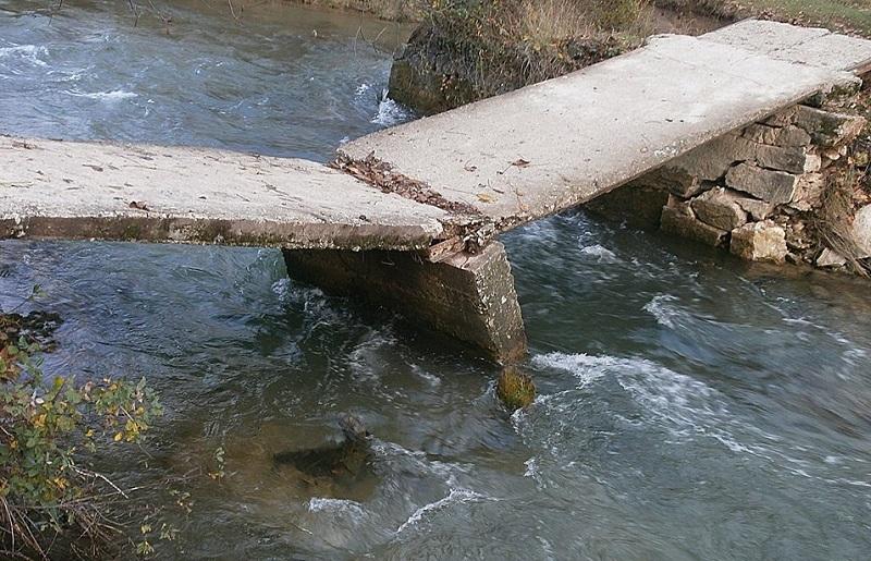 Čeka se rasplet: Most se ruši u Raškovićima