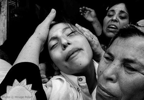 Palestinska djevojčica u agoniji, na pogrebu sestre, btata i majke (foto Hrvoje Polan)