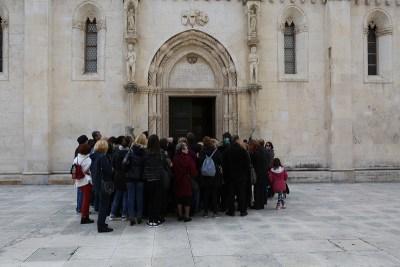 Turistički vodiči Šibenčanima poklonili besplatni obilazak grada: 'Pazite kako turistima opisujete povijesne događaje'