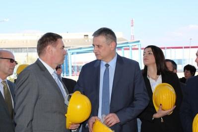 Potpredsjednik Vlade u razgovoru s članom Uprave Impol - TLM-a Tomažom Smoralom (Foto: Tris/H. Pavić)