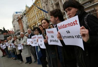 Prosvjed +zu Zagrebz povodom oslobađajuće presude V. Šešelju -  foto HINA/ Lana SLIVAR DOMINIĆ