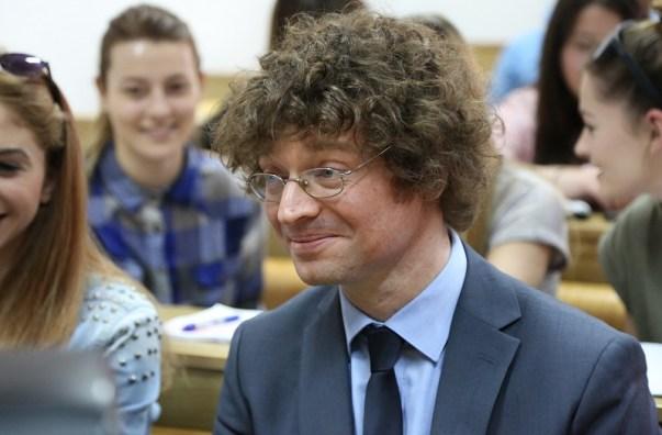 Ministar Šustar među studentima Veleučilišta (Foto Tris/H. Pavić)