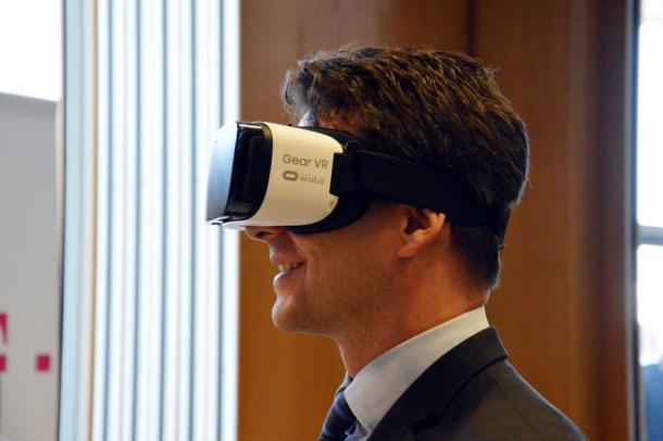 Božo Petrov u virtualnom svijetu (foto HINA / Nikša MILETIĆ)