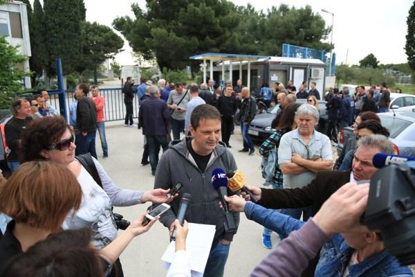 TLM - prosvjed radnika TPP-a - Neno Škorić daje izjavu novinarima (Foto: Tris/H. Pavić)