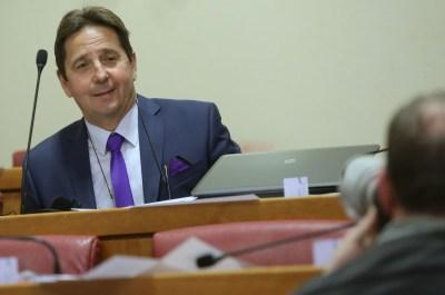 Zastupnik Stipe Petrina u sabornici  foto HINA/ Lana SLIVAR DOMINIĆ/ lsd