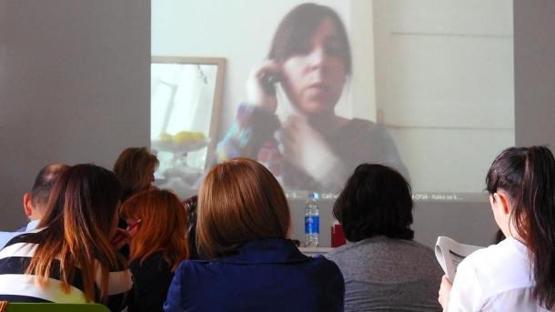 Lana Ofak je predavanja održala virtualno - na zidu (foto TRIS/G. Šimac)