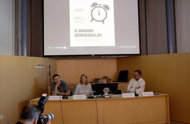 Građanski sat u obranu demokracije (Foto H. Pavic) (13)