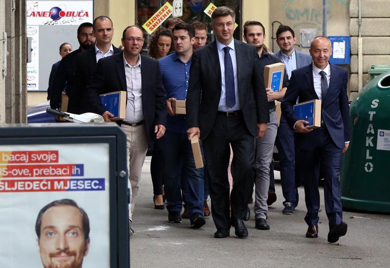 Plenković predao više od 35.000 potpisa za predsjednika HDZ-a