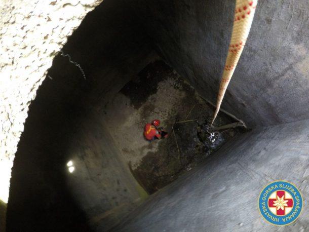 Gašo u gusterni (Foto: HGSS)