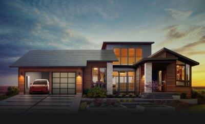 Primjer Tesline kuće sa solarnim krovom crijepom i električnim automobilom u solarnoj garaži (foto: www.tesla.com)