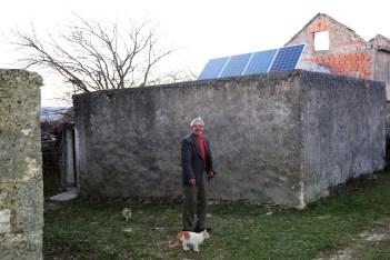 Andrija Vukša i njegov solarni panel