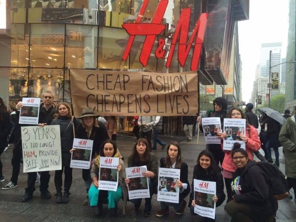 Prosvjed ispred modne trgovine - foto: kampanja Clean Clothes