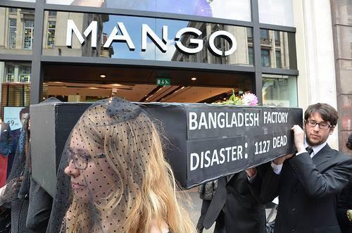 Prosvjed zbog smrtnosti u tvornicama tekstilnih proizvoda u Bangladešu - foto: kampanja Clean Clothes