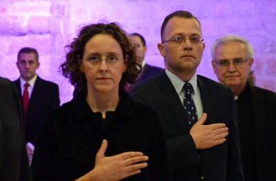Ruke na srcu: sadašnja ministrica kulture i bivši ministar kulture (foto Hina)