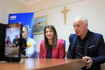 Josipa Rimac s predsjediko ŽO HDZ-a Nediljkom Dujićem i županom Goranom paukom (Foto: Tris/H. Pavić)