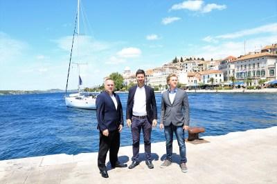 Ivan Pernar u Šibeniku s Mariom Marinom i Lovrom Crvelinom (Foto: Tris/H. Pavić)