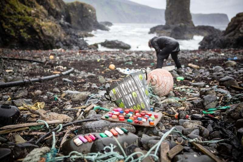 Zbogom plastični rođendani: EU bi zabranila štapiće za uši, pribor za jelo, tanjure, slamke, štapiće za miješanje pića i držače za balone