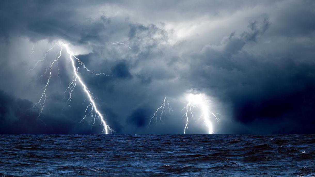 Image result for oluja na moru