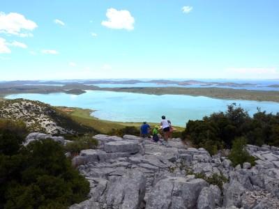 Puca pogled na jezero s brda Kamenjak (foto PP Vransko jezero)