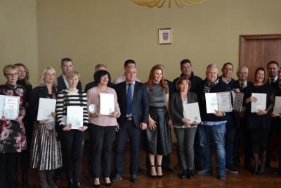 Dobitnici Zlatne boule plus župan i direktorica TZ-a (Foto: Županija šibensko-kninska)