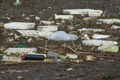 Nije kriva Albanija: Brda plastike plutaju kanalima Vranskog jezera