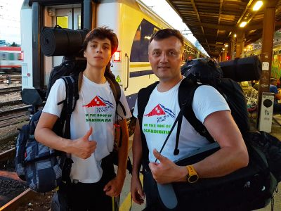 Sin i otac pred ukrcaj u vlak za Norvešku...