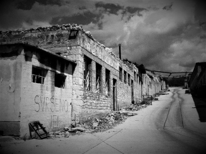 Ruševine nekadašnje kaznionice na Golom otoku