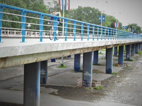 Derutno stanje mosta je vidljivo izdaleka (foto TRIS/G. Šimac)