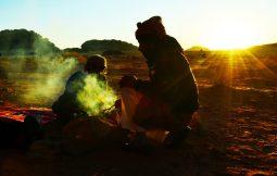 Beduini uz logorsku vatru (foto: Joso Gracin Joka/Nina Živković)