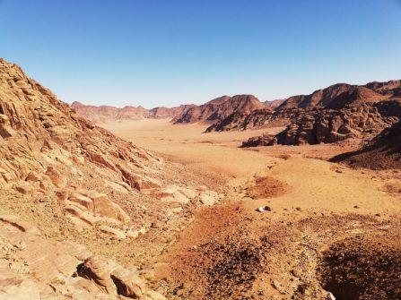 Bezvodna pustoš podno najvišeg vrha Jordana (foto: Joso Gracin Joka/Nina Živković)