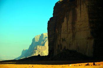 Iz čitave pustinje se izdižu impresivne stijene i planine (foto: Joso Gracin Joka/Nina Živković)