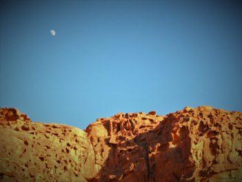 Mjesec iznad pustinje (foto TRIS/G. ŠIMAC)