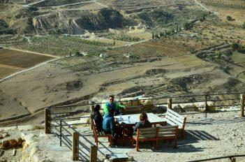 Odmor na tvrđavi Karak (foto J. Gracin)