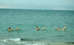 Plutanje u Mrtvom moru (foto J. Gracin)