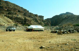 Terenac, šator i tor pred ulaz u Wadi Numeiru (foto J. Gracin)