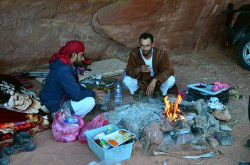 Awdah i Sultan uz logorsku vatru (foto Joso Gracin)
