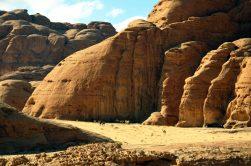 Nomadski šator i stado deva duboko u pustinji (foto Joso Gracin)
