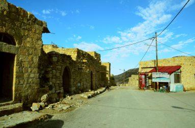 Trg u centru sela Dana (foto Joso Gracin)