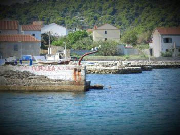 Reklama za staru konobu na starim mulićima (foto TRIS/G. Šimac)