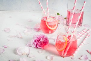 Impress Your Wedding Guests By Serving These Summer Cocktails