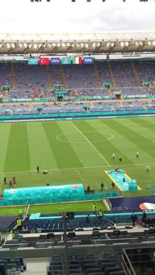 Manca pochissimo al fischio di inizio di Italia Turchia! #EURO2020 sta per iniziare! Lo s…