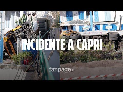 Autobus precipita a Capri con a bordo circa 20 persone: morto l'autista, oltre 10 feriti