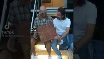 Clementino e Alessandro Siani fanno impazzire TikTok con la pizza