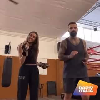 Chi l'ha detto che i lottatori non sanno ballare? Alessio Sakara il campione di MMA ha p…