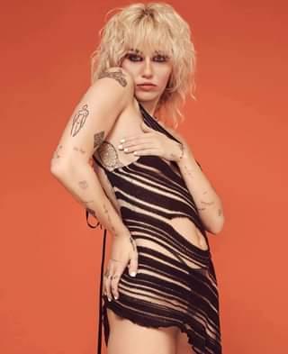 #Curiosità Secondo quanto riportato da Gold Derby e Billboard, Miley Cyrus avrebbe invia…