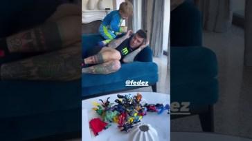 Leo picchia Fedez giocando ai super eroi #theferragnez