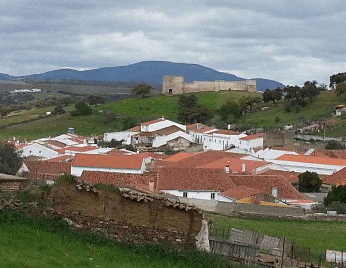 Approaching El Real de la Jara