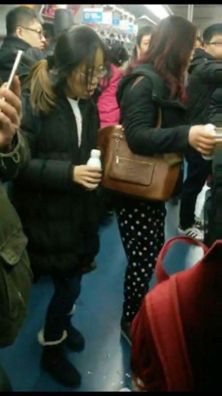 Ngày 26/12 vừa qua, có hai nhóm người gồm 5 nam 3 nữ đã uống nông dược tự sát trên tuyến xe điện ngầm tại trạm phía tây Thiên An Môn ở Bắc Kinh.